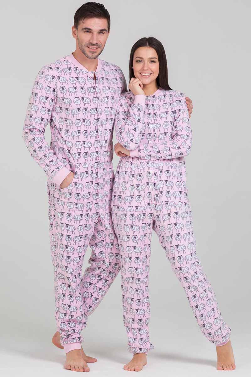 Пижама Футужама Овечки, цвет: розовый, белый. 100905. Размер S (46)100905Пижама-комбинезон от Футужама выполнена из мягкого флиса. Модель застегивается на пуговицы. Сзади имеется удобный карман, который так же, как вся пижама застегивается на пуговицы. Манжеты и низы брючин отделаны широкими манжетами.