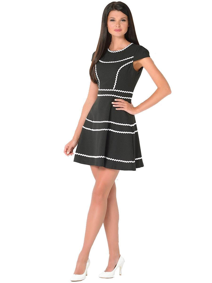 Платье Milton, цвет: черный. WD-2414V. Размер 46WD-2414VПлатье прилегающего силуэта, отрезное по линии талии, юбка расклешенная. По горловине, рельефам и юбке настрочена отделочная тесьма.