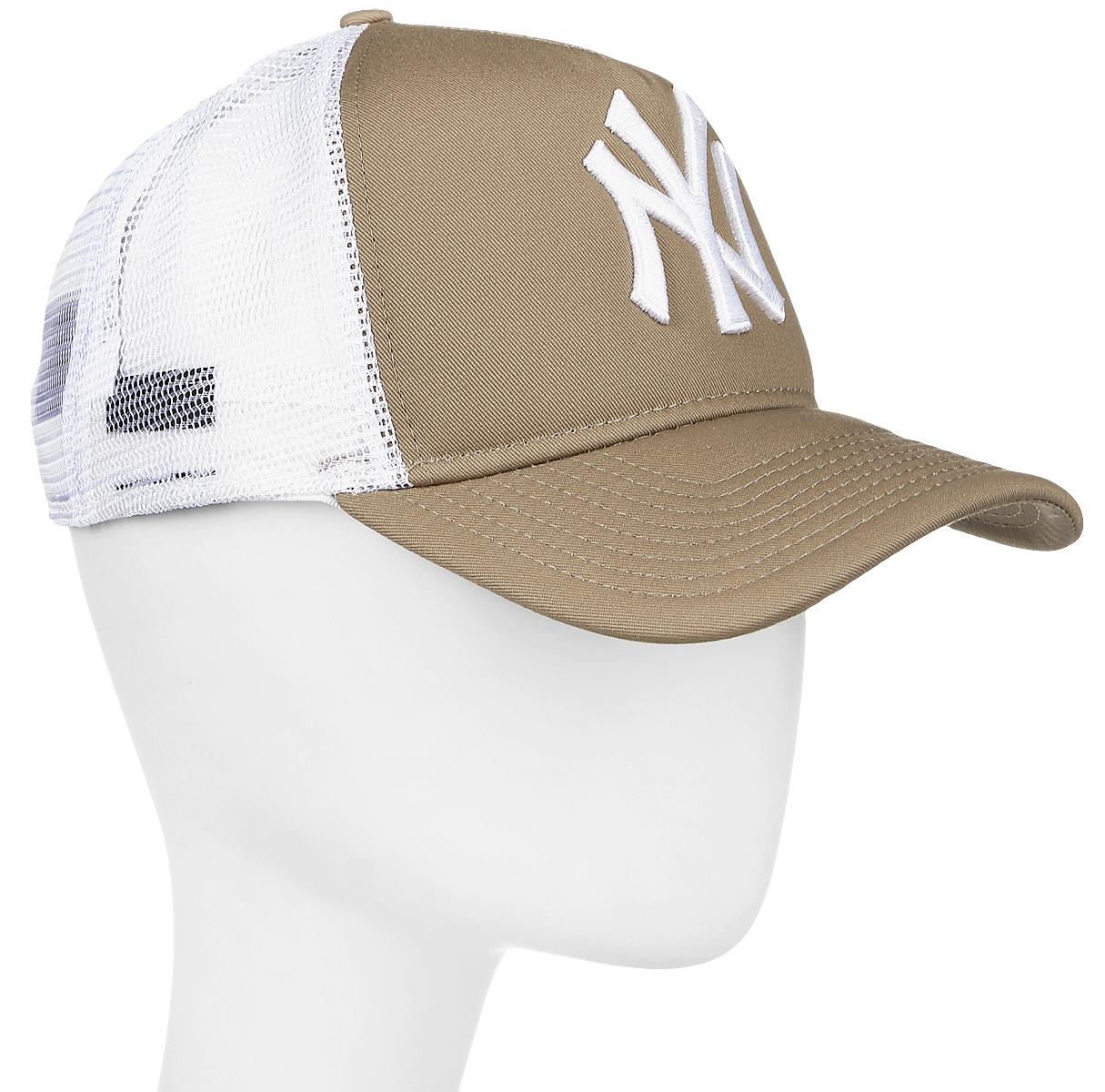 Бейсболка11379802-KHIМодная бейсболка New Era, выполненная из высококачественного материала, идеально подойдет для прогулок, занятий спортом и отдыха. Изделие оформлено объемным вышитым логотипом знаменитой бейсбольной команды New York Yankees и логотипом бренда New Era, сзади купол кепки исполнен из сетки для большей воздухопроницаемости. Бейсболка надежно защитит вас от солнца и ветра. Эта модель станет отличным аксессуаром и дополнит ваш повседневный образ.