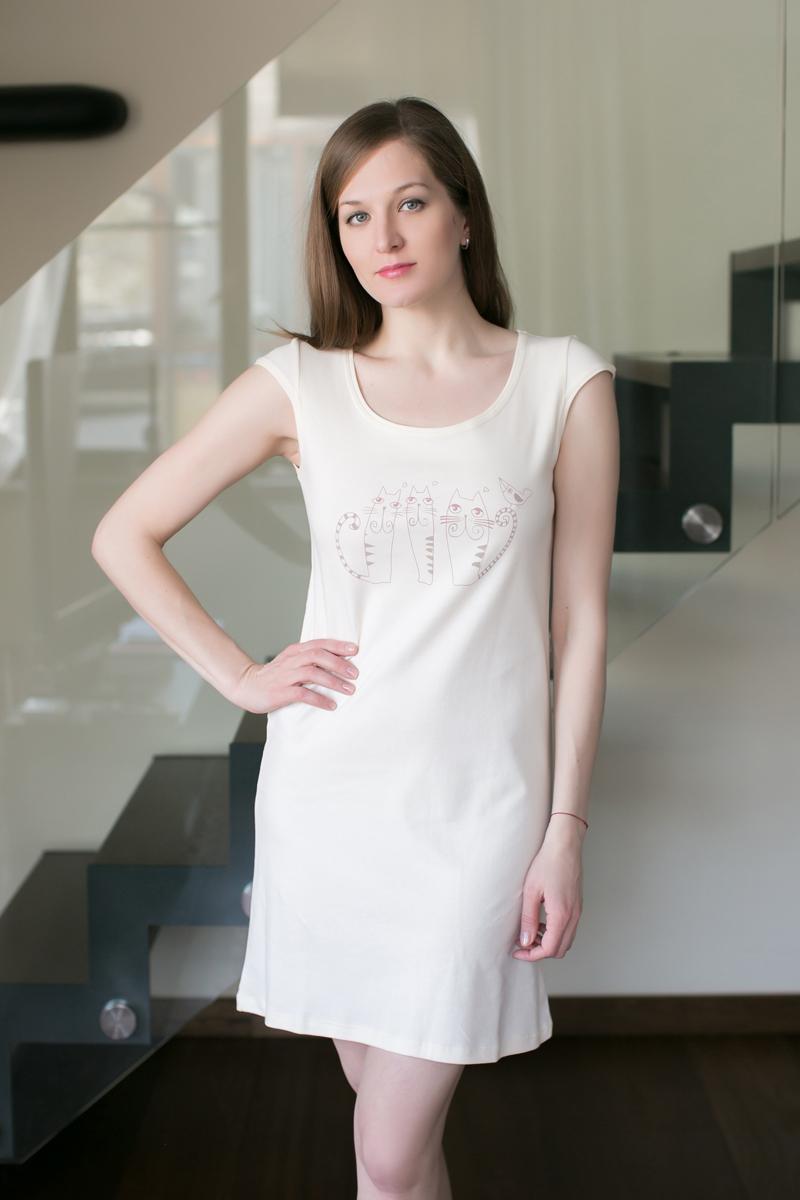 Платье домашнее Marusя, цвет: экрю. 162033. Размер XL (50)162033Домашнее платье Marusя изготовлено из качественного хлопка. Изделие прямого кроя с короткими рукавами. Модель длины мини оформлена принтом с кошками.