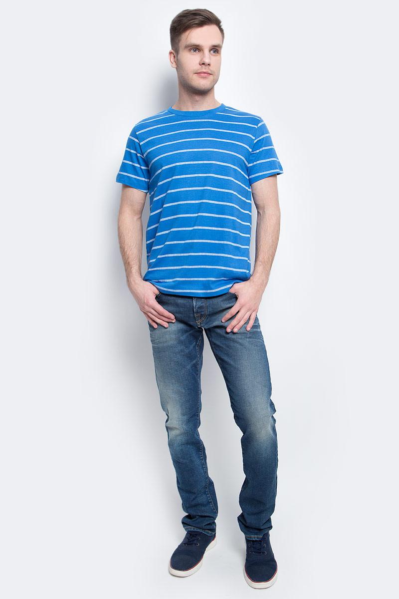 ФутболкаTs-211/2056-7214Стильная мужская футболка полуприлегающего силуэта Sela изготовлена из натурального хлопка в полоску. Воротник дополнен мягкой рикотажной резинкой. Яркий цвет модели позволяет создавать модные образы.