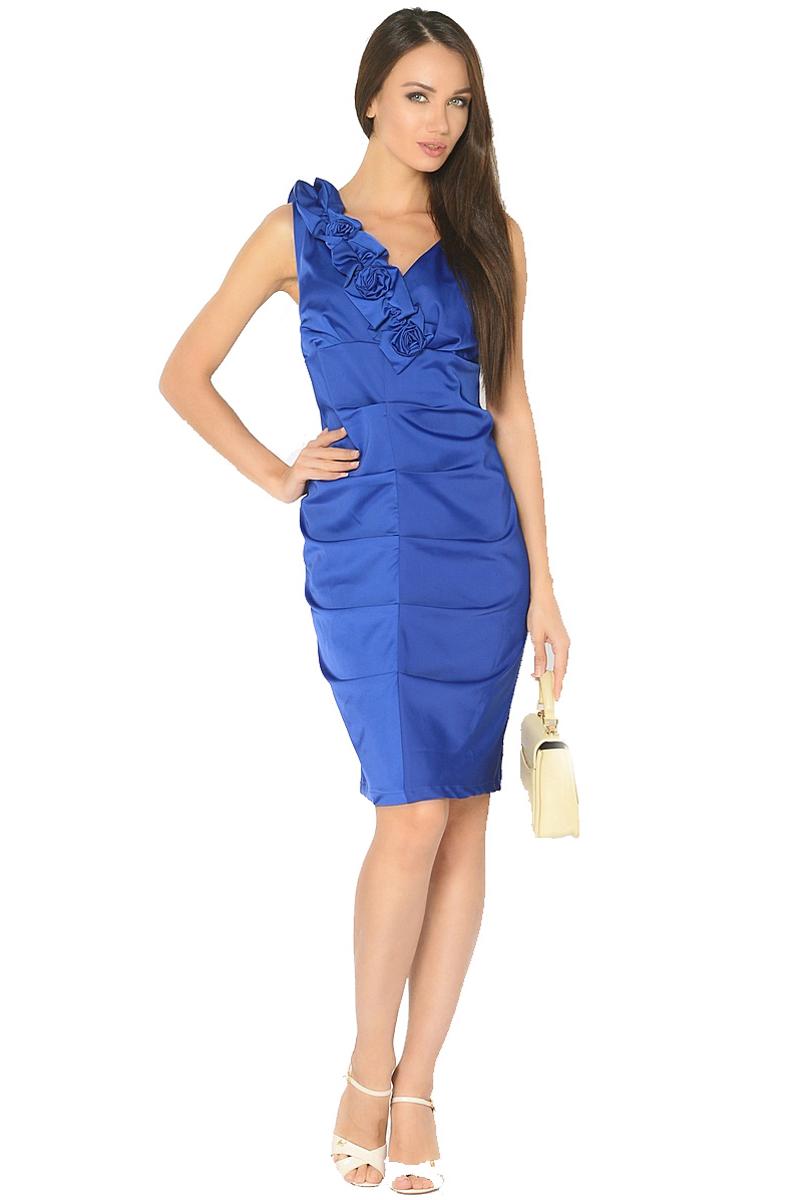 ПлатьеWD-2519FНарядное платье прилегающего силуэта без рукавов, по переду в центральном шве заложены складки. Вырез горловины украшен декративными элементами в виде цветов.