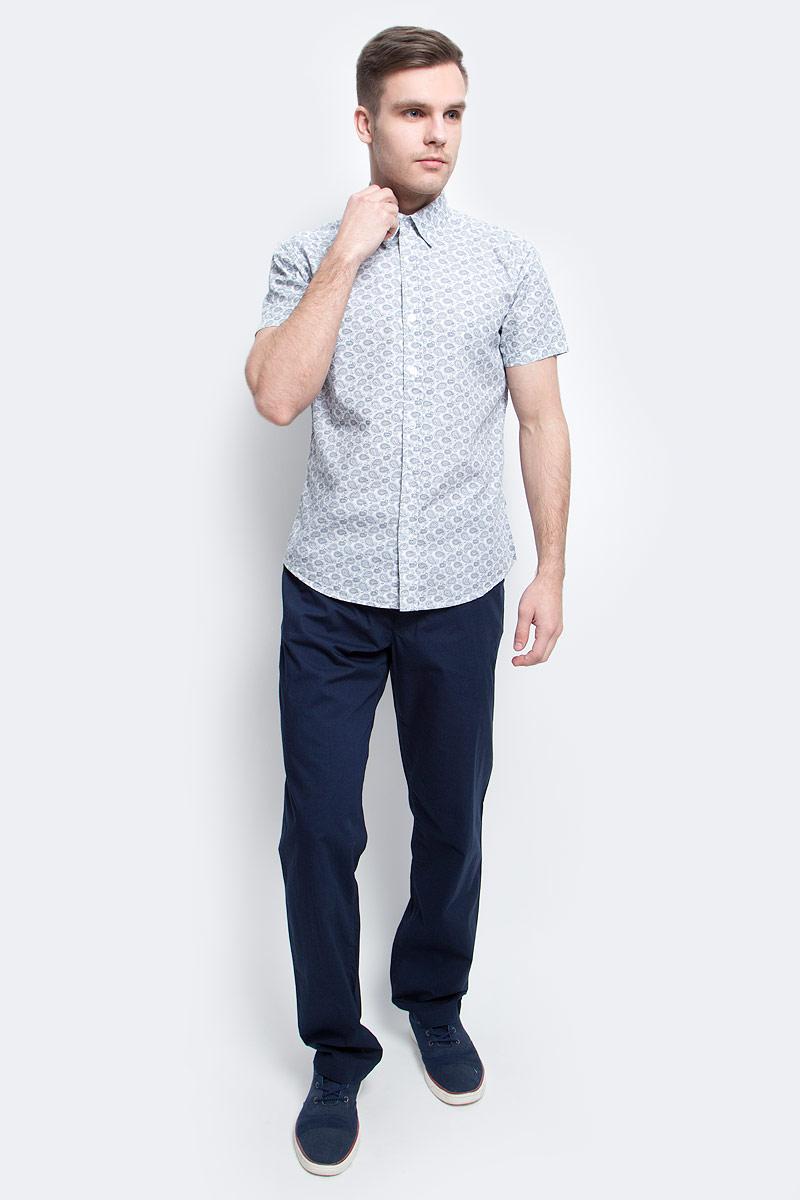 Рубашка мужская Finn Flare, цвет: белый. S17-22022_201. Размер XXL (54)S17-22022_201Рубашка мужская Finn Flare выполнена из вискозы. Модель с отложным воротником и короткими рукавами застегивается на пуговицы.