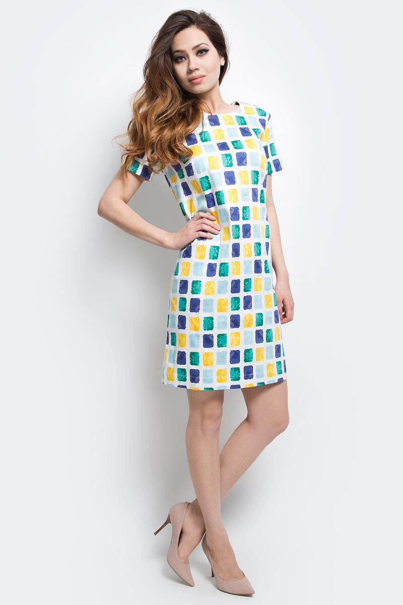 Платье Finn Flare, цвет: белый. S17-14054_201. Размер S (44)S17-14054_201Платье Finn Flare выполнено из хлопка и эластана. Модель с круглым вырезом горловины и короткими рукавами оформлена оригинальным принтом.