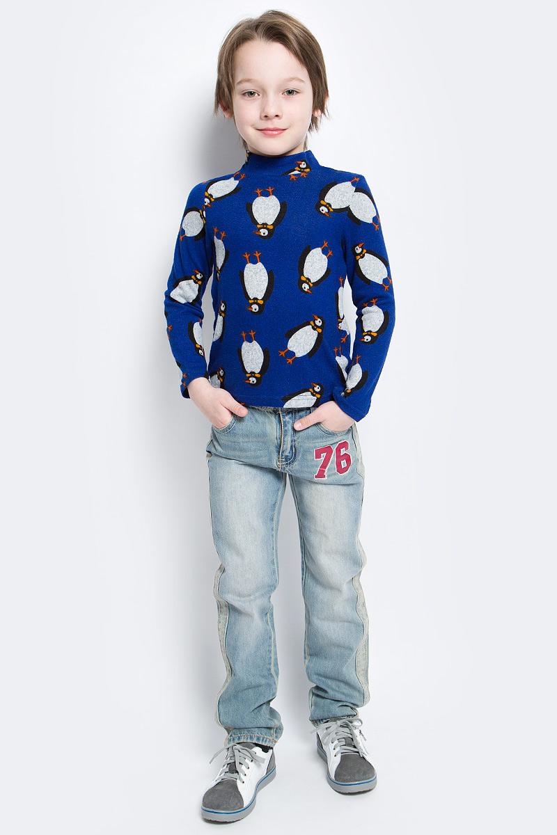 Водолазка для мальчика M&D, цвет: синий. WJO16011M-9. Размер 104WJO16011M-9Мягкая и приятная водолазка для мальчика выполнена из эластичной вискозы. Модель с воротником-стойкой и длинными рукавами оформлена оригинальным изображением пингвинов.