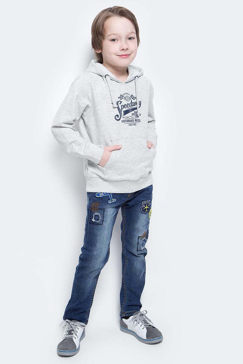 ХудиSt-813/175-7132Удобное худи для мальчика Sela выполнено из натурального хлопка и оформлено контрастным принтом с надписями. Модель прямого кроя с карманом-кенгуру и капюшоном на шнурке подойдет для прогулок и занятий спортом. Мягкая ткань комфортна и приятна на ощупь. Манжеты рукавов и низ изделия дополнены эластичными трикотажными резинками.
