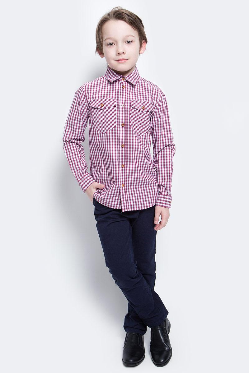 Рубашка для мальчика Button Blue Main, цвет: красный. 117BBBC23020302. Размер 104, 4 года117BBBC23020302Клетчатая рубашка - яркий акцент повседневного образа ребенка. Купить рубашку для мальчика стоит ранней весной, и сочетать ее с футболкой, толстовкой, джемпером, создавая модные многослойные решения. И для лета яркая рубашка в клетку из 100% хлопка - отличный вариант. С брюками, шортами, джинсами она будет выглядеть свежо и стильно!