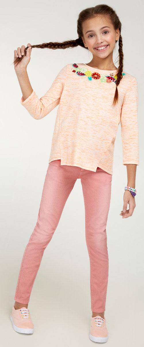 Брюки для девочки Acoola Nicky, цвет: нежно-розовый. 20210160090_3405. Размер 15220210160090_3405Стильные брюки для девочки Acoola Nicky идеально подойдут вашей маленькой моднице. Изделие выполнено из хлопкового твила яркой расцветки и декорировано выбеленным эффектом. Модель слим со средней посадкой имеет регулируемую резинку на талии и застегивается на молнию и пуговицу. На поясе предусмотрены шлевки для ремня. Брюки дополнены тремя карманами спереди и двумя накладными - сзади. Такие брюки займут достойное место в гардеробе вашего ребенка.
