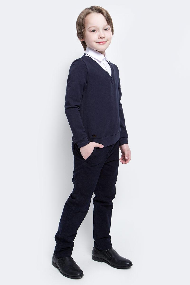 ДжемперCJK17010A20Стильный джемпер для мальчиков Nota Bene идеально подойдет вашему ребенку. Изготовленный из хлопка с добавлением полиэстера и лайкры, он мягкий и приятный на ощупь, не сковывает движения, эластичный, износоустойчивый и позволяет коже дышать, обеспечивая наибольший комфорт. Джемпер с длинным стандартным рукавом и отложным воротничком застегивается на пластиковые пуговицы. Дизайн джемпера создает эффект 2 в 1 - пуловер и рубашка. Современный дизайн и расцветка делают этот джемпер стильным предметом детского гардероба.