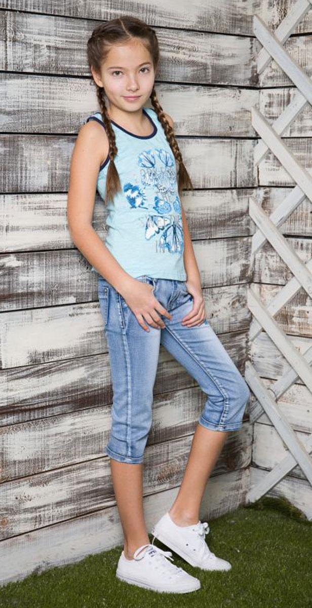 Майка718047Майка-топ из трикотажной ткани для девочки декорирована оригинальным принтом и стразами. Горловина и проймы выполнены из контрастной ткани.