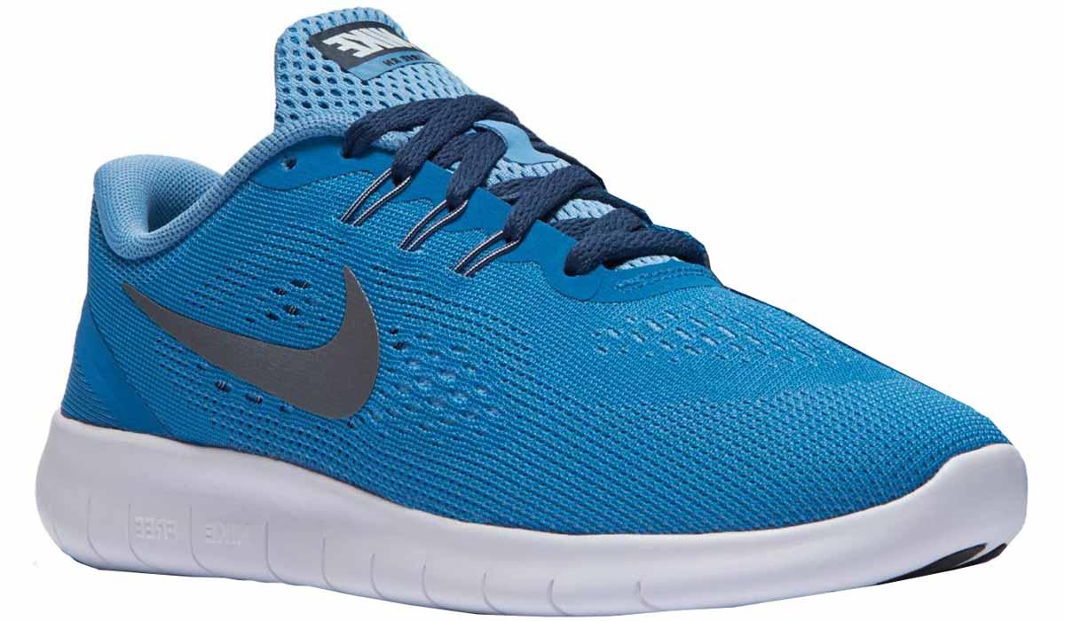 Кроссовки для мальчика Nike Free Rn Gg, цвет: синий, голубой. 833993-402. Размер 5,5 (37,5)833993-402Модные кроссовки для мальчика Free Rn Gg от Nike выполнены из текстиля. Подкладка и стелька из текстиля не натирает. Шнуровка надежно зафиксирует модель на ноге. Подошва дополнена рифлением.
