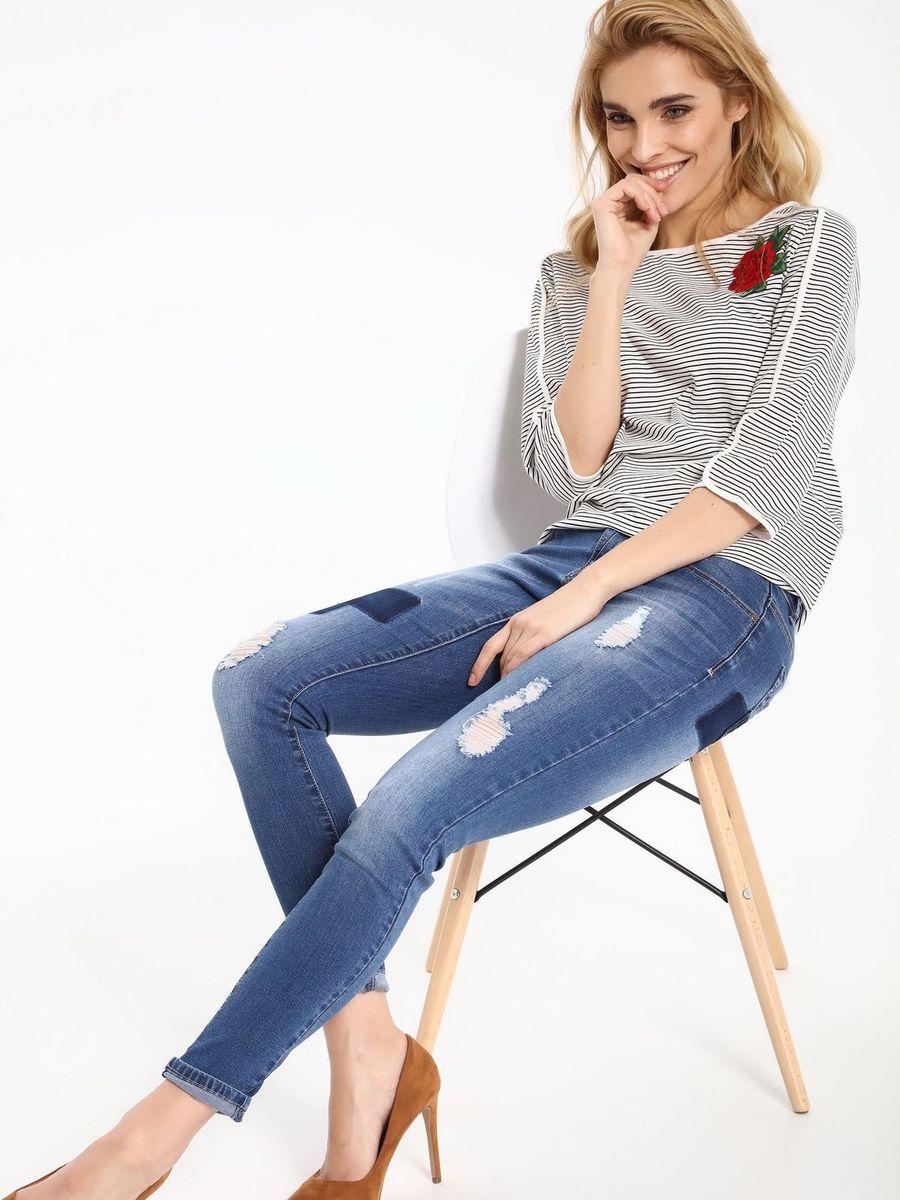БлузкаSBD0691BIБлузка женская Top Secret выполнена из хлопка. Модель с круглым вырезом горловины и рукавами 3/4. Изделие дополнено цветочной аппликацией.