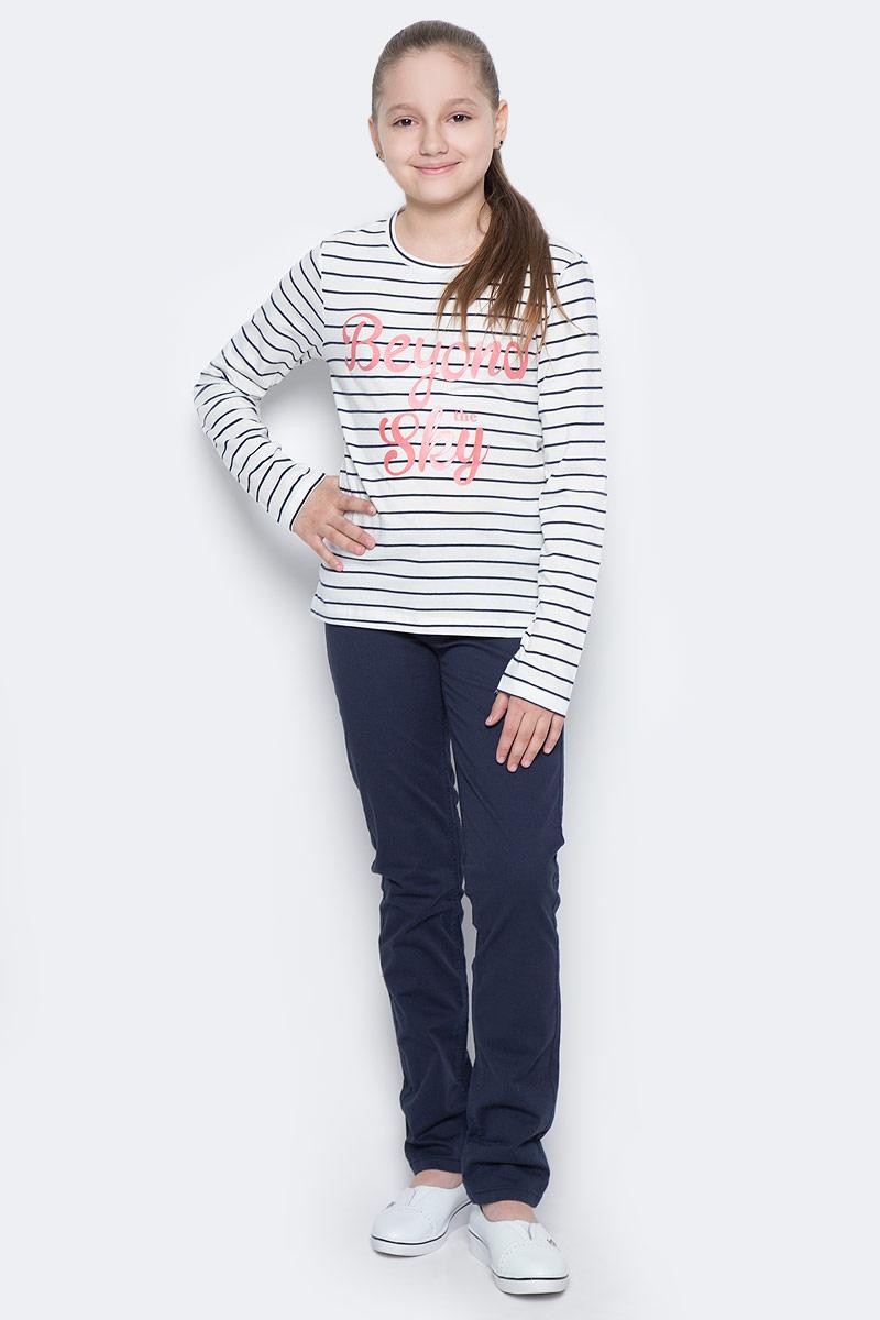 БрюкиP-615/503-7172Стильные брюки для девочки Sela выполнены из качественного эластичного хлопка. Брюки слегка зауженного кроя и стандартной посадки на талии застегиваются на пуговицу и имеют ширинку на застежке-молнии. На поясе имеются шлевки для ремня. Модель представляет собой классическую пятикарманку: два втачных и накладной кармашек спереди и два накладных кармана сзади.