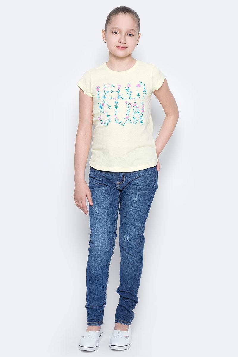 ФутболкаTs-611/966-7223Стильная футболка с удлиненной спинкой Sela станет отличным дополнением к гардеробу юной модницы. Модель прямого кроя изготовлена из натурального хлопка и оформлена оригинальным принтом. Воротник дополнен мягкой эластичной бейкой.