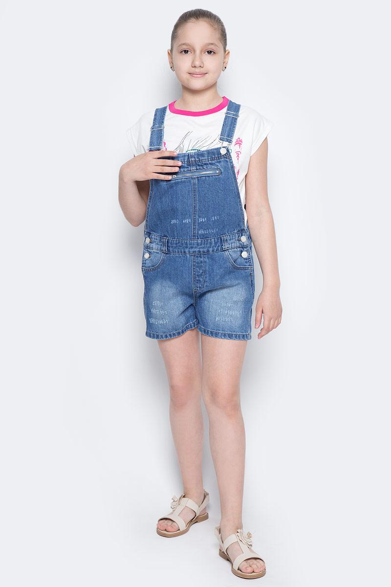 Полукомбинезон для девочки Button Blue Main, цвет: голубой. 117BBUC6701D200. Размер 146, 11 лет117BBUC6701D200Детский джинсовый полукомбинезон - не только очень удобная модель летнего гардероба, но и трендовая вещь. В компании с любой майкой, футболкой, поло полукомбинезон составит достойный летний комплект. Если вы хотите купить недорого джинсовый полукомбинезон с модными потертостями, заминами, варкой, не сомневаясь в его качестве, высоких потребительских свойствах и соответствии модным трендам, полукомбинезон от Button Blue - лучший вариант!