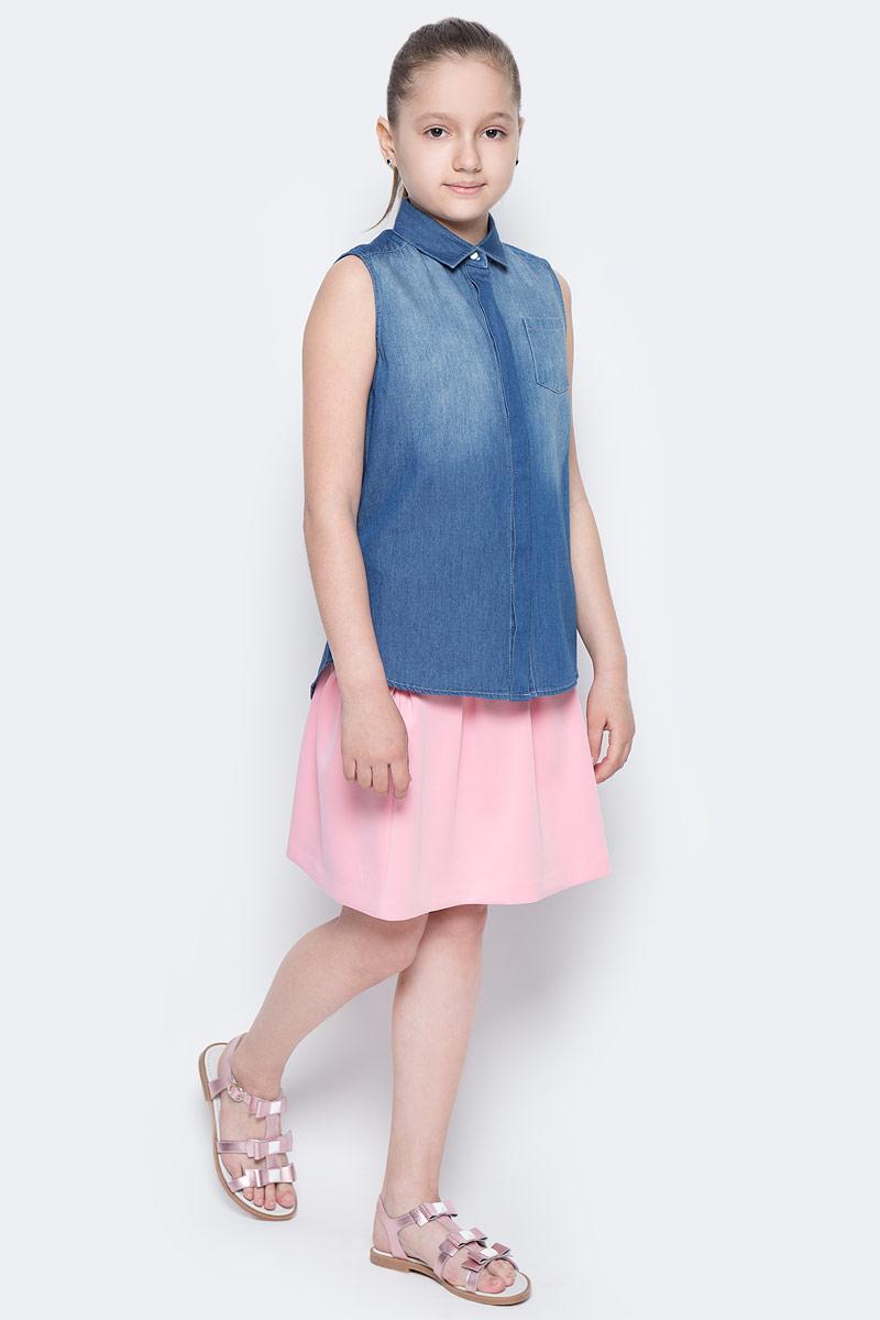 Блузка117BBGC2201D200В новом весенне-летнем сезоне блузка без рукавов - базовая составляющая модного гардероба. Именно поэтому детская блузка без рукавов - хит летней коллекции от Button Blue. Простая, удобная и очень элегантная модель в компании с шортами, брюками, юбкой сделает повседневный образ ребенка модным и современным.