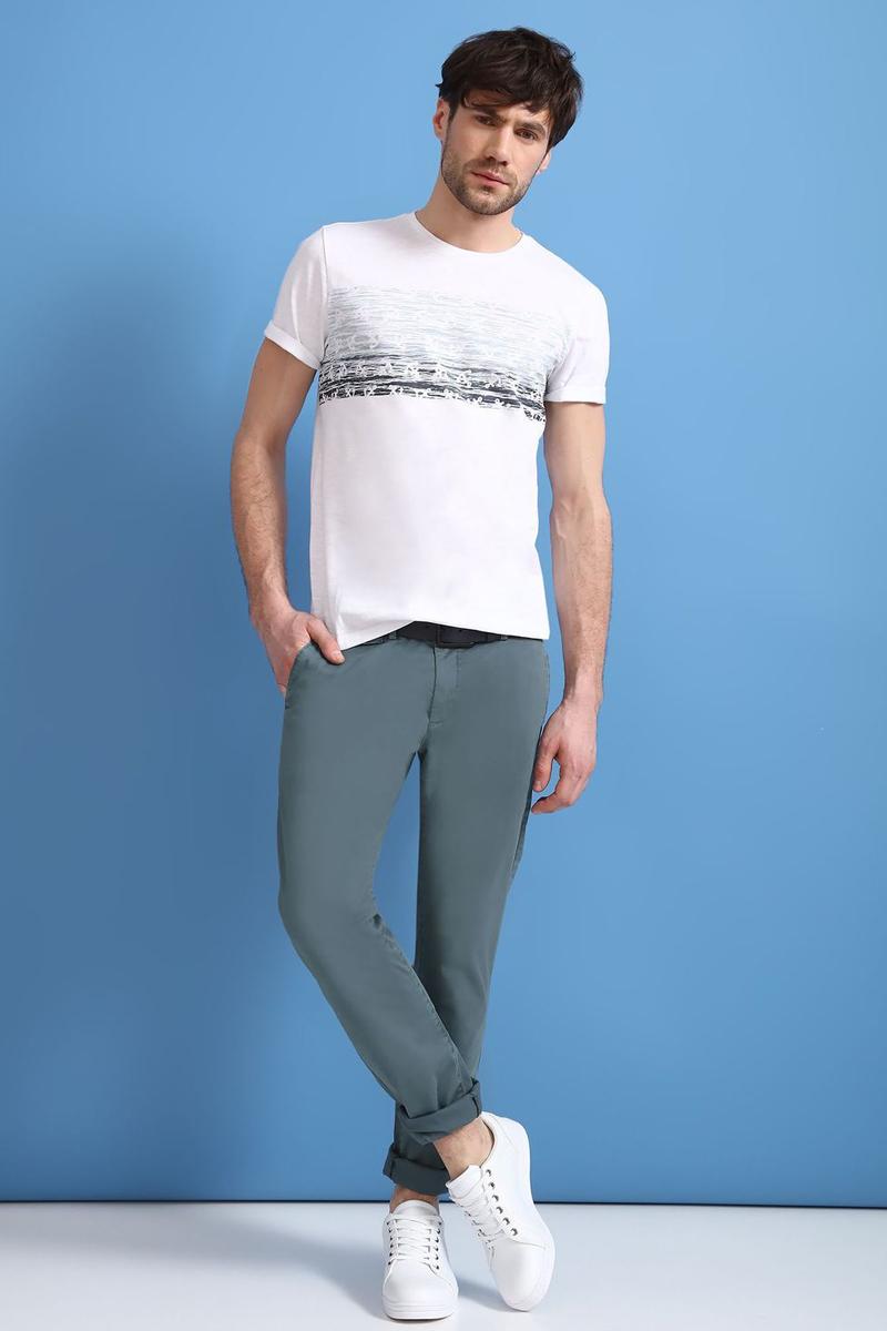 Брюки мужские Top Secret, цвет: зеленый. SSP2464ZI. Размер 31 (46/48)SSP2464ZIСтильные мужские брюки Top Secret - брюки высочайшего качества на каждый день, которые прекрасно сидят. Модель изготовлена из высококачественного хлопка и эластана. Застегиваются брюки на пуговицу в поясе и ширинку на молнии, имеются шлевки для ремня. Эти модные и в тоже время комфортные брюки послужат отличным дополнением к вашему гардеробу. В них вы всегда будете чувствовать себя уютно и комфортно.