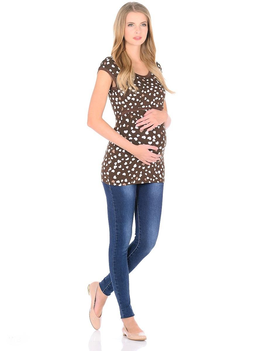 Футболка для беременных 40 недель, цвет: коричневый. 205120. Размер 50205120Футболка для беременных и кормящих женщин от бренда 40 недель - прекрасный выбор на каждый день. Удобная модель в привлекательной расцветке полуприталенного силуэта, с короткими рукавами и с округлым вырезом горловины. Блузка имеет уникальный секрет кормления, который скрыт под кокеткой спереди, и позволяет с комфортом кормить малыша грудью незаметно для окружающих. Практичная, мягкая вискозная ткань с небольшим добавлением лайкры, хорошо растягивается и бережно облегает, ткань приятная к телу, не мнется, и всегда идеально сидит по фигуре, по этому в такой футболке всегда легко и комфортно.