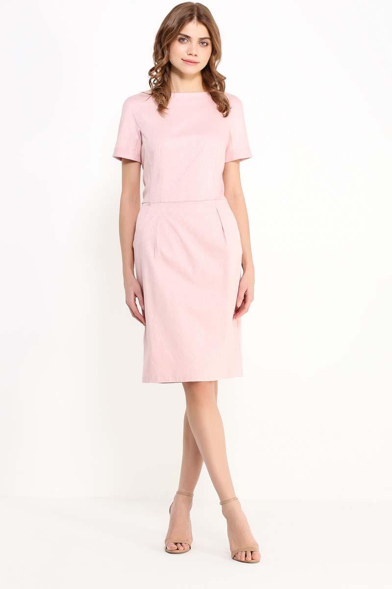 Платье женское Finn Flare, цвет: светло-розовый. CS17-17005_314. Размер L (48)CS17-17005_314Приталенное однотонное платье трендового цвета – настоящий must have в вашем летнем гардеробе. Приталенная модель длиной до колена будет уместна как в офисе, так и для повседневной носки. Платье лишено каких-либо декоративных украшений: выполненное из жаккарда в мелкий фактурный рисунок, оно полностью сосредотачивает внимание окружающих на летнем цвете и продуманном крое.