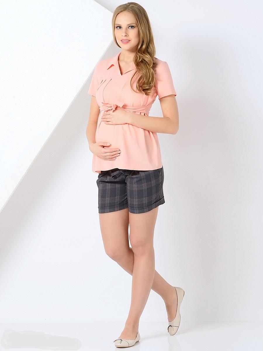 Блузка для беременных 40 недель, цвет: персиковый. 210202. Размер 50210202Красивая блузка для беременных от бренда 40 недель выполнена из тонкого, эластичного трикотажного полотна свободного покроя. Блузка с V-образным вырезом и отложным воротником, с коротким рукавом и втачным пояском в боковых швах. Блузка подойдет как для работы в офисе, так и на каждый день.
