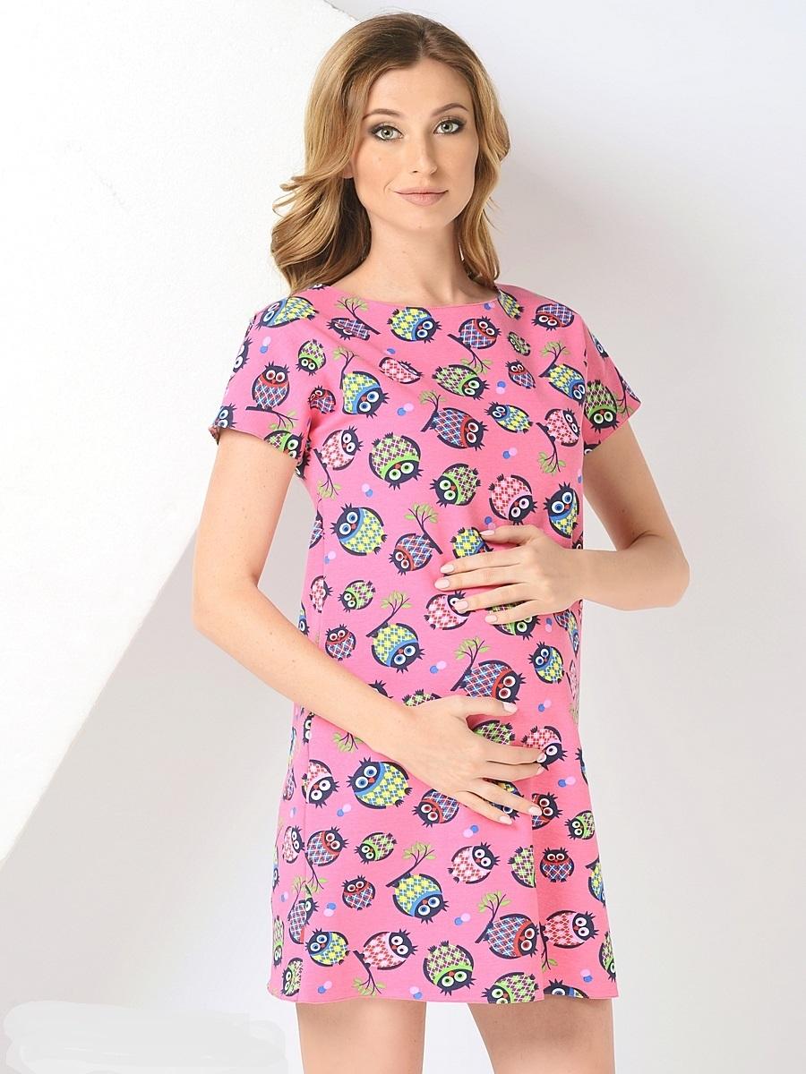 Платье для беременных 40 недель, цвет: розовый. 300302/1. Размер 48300302/1Стильное платье для беременных от бренда 40 недель - прекрасный вариант на лето. Модель трапециевидного кроя с коротким рукавом-реглан и вырезом лодочка. Платье выполнено из трикотажного материала. Правильный крой платья не стесняет свободу движений, мягкая ткань приятная к телу, лаконичный фасон и дизайнерский принт подчеркнет ваш уникальный стиль. Это платье вы с удовольствием будете носить и после рождения малыша.