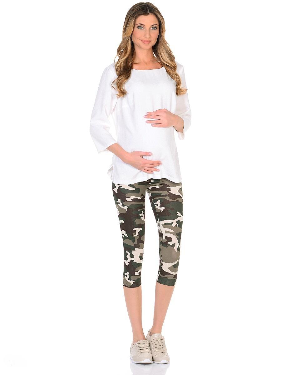 Леггинсы102109Стильные укороченные леггинсы для беременных, из трикотажного полотна в модной камуфляжной расцветке. Комфортные и приятные к телу, с низкой посадкой под живот и регулируемой резиночкой в поясе, они хорошо садятся по фигуре в любой период беременности и после. Колоритная расцветка позволяет сочетать такие леггинсы с любыми футболками, топами и маечками.