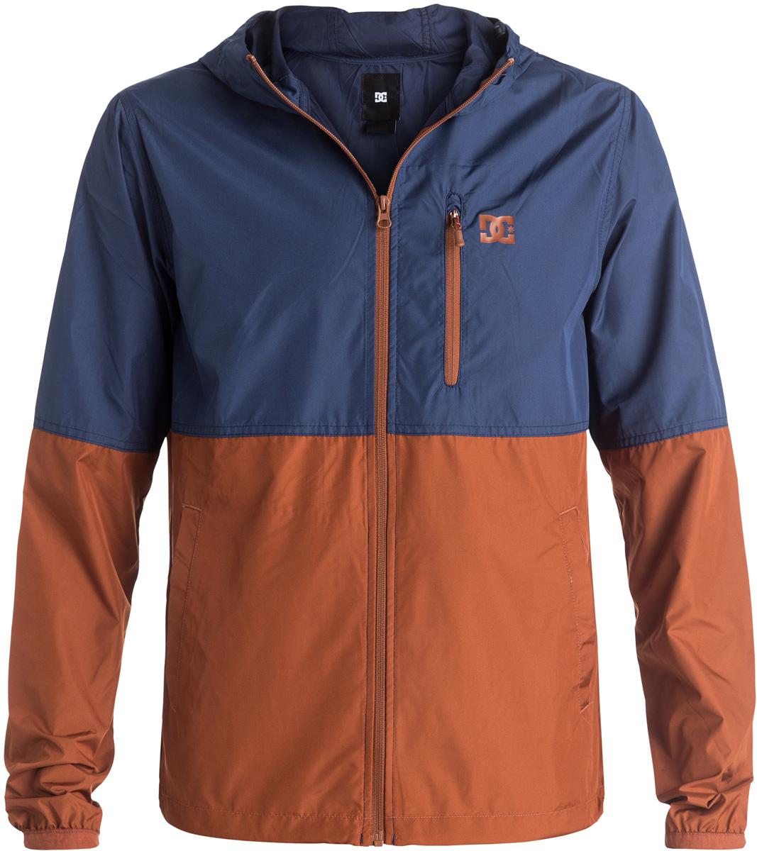 КурткаEDYJK03061-CQE0Двухцветная мужская куртка DC Shoes изготовлена из мягкой тафты (100% полиэстера). Модель не имеет подкладки, застегивается на молнию. Куртка снабжена капюшоном и длинными стандартными рукавами с манжетами на резинке. Спереди расположен вертикальный вшитый карман на молнии.