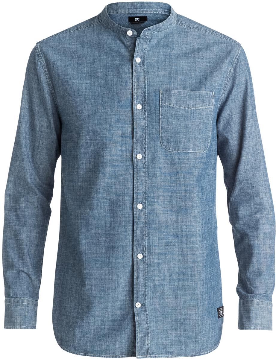 Рубашка мужская DC Shoes, цвет: синий. EDYWT03131-KTW0. Размер M (48)EDYWT03131-KTW0Рубашка мужская DC Shoes сшита из ткани шамбре (100% хлопок), застегивается на пуговицы. Модель без воротника имеет удлиненный крой и длинные рукава с манжетами на пуговицах. На груди расположен открытый накладной карман.
