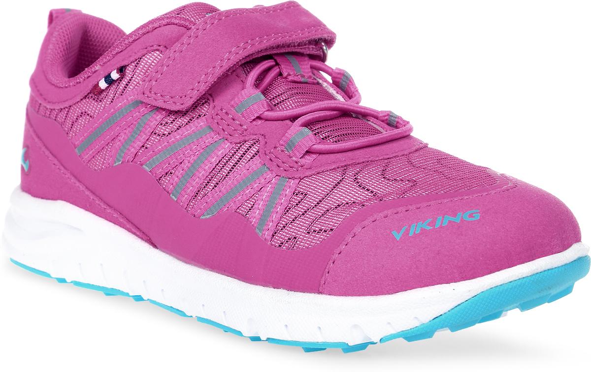Кроссовки для девочки Viking Holmen, цвет: фуксия. 3-47630-09622. Размер 293-47630-09622Кроссовки от Viking, выполненные из полиэстера, придутся по душе вашей дочурке. Модель на подъеме дополнена эластичной шнуровкой и застежкой-липучкой, которые обеспечивают надежную фиксацию обуви на ноге. Ярлычок на заднике облегчает обувание модели. Светоотражающие вставки обеспечивают безопасность в темное время суток. Подкладка из полиэстера гарантирует комфорт при носке. Кожаная стелька позволяет ногам дышать. Облегченная подошва из вспененного полимера оснащена рифлением, что повышает сцепление с любым покрытием, улучшает амортизацию и поглощает удары. Яркие модные кроссовки - незаменимая вещь в гардеробе вашего ребенка.