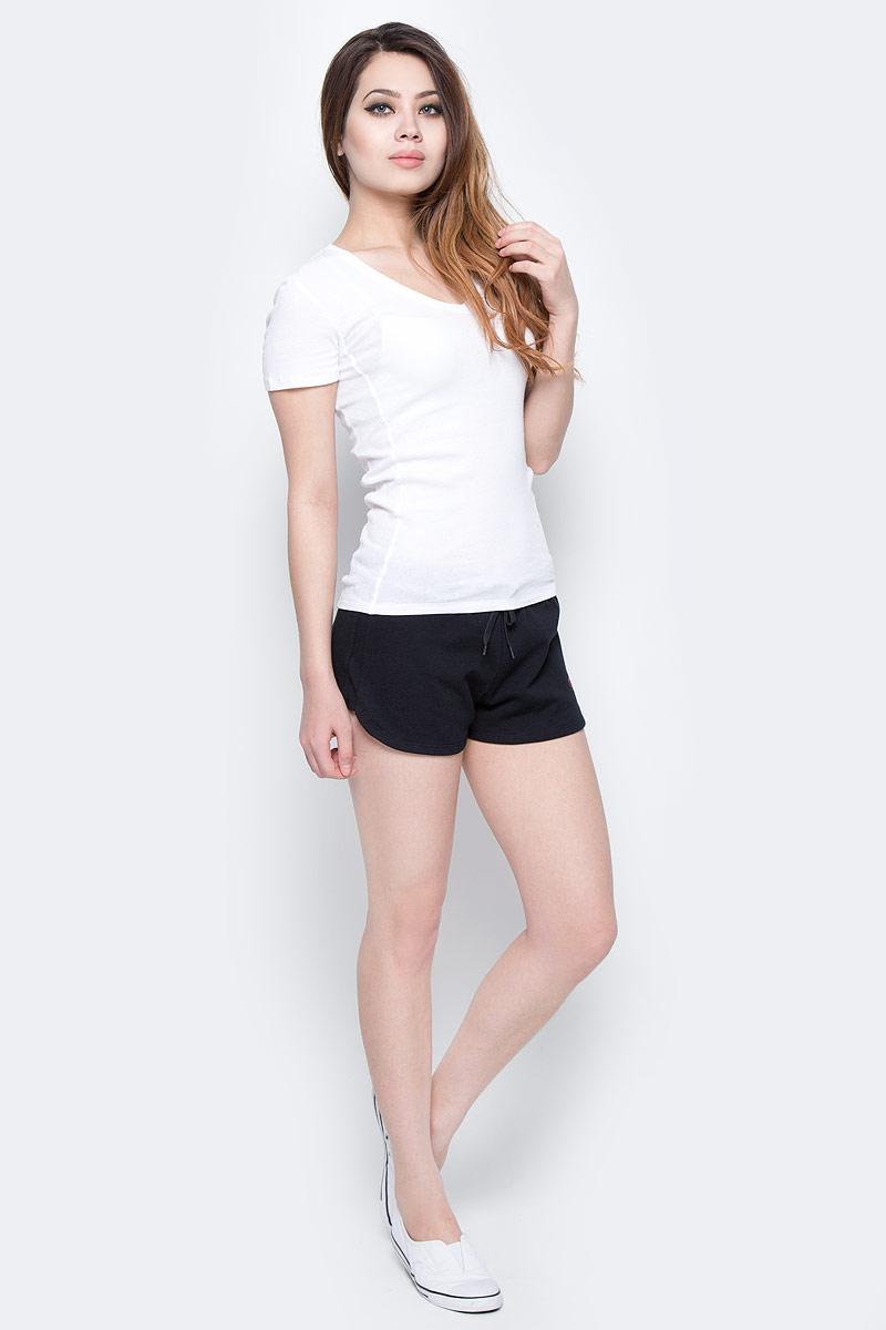 Шорты женские Calvin Klein Jeans, цвет: черный. KW0KW00133_001. Размер L (48/50)KW0KW00133_001Женские шорты Calvin Klein Jeans выполнены из натурального хлопка. Шорты имеют широкую эластичную резинку на поясе. Объем талии регулируется при помощи утягивающего шнурка. Модель оформлена логотипом бренда.