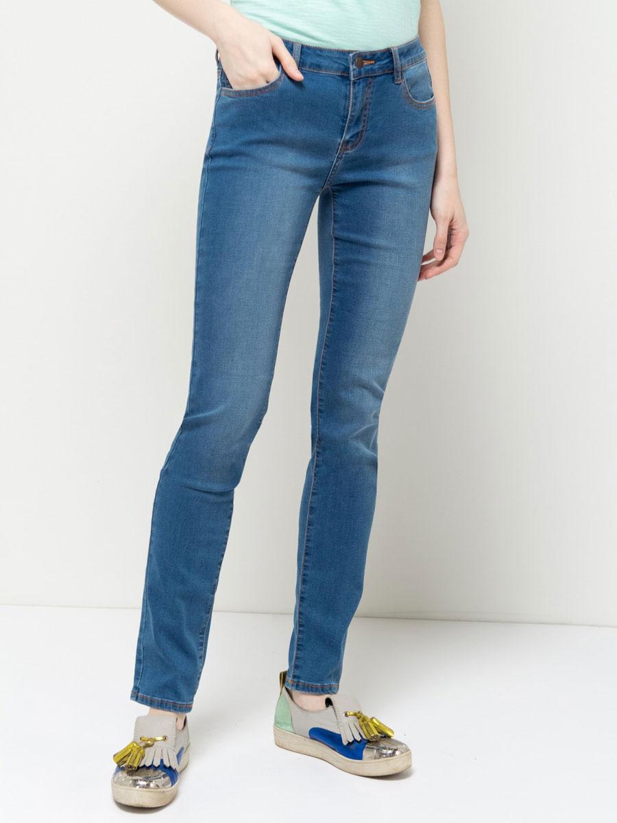 ДжинсыPJ-135/591-7161Стильные джинсы Sela, изготовленные из качественного материала с потертостями, станут отличным дополнением вашего гардероба. Джинсы зауженного кроя и стандартной посадки на талии застегиваются на застежку-молнию и пуговицу. На поясе имеются шлевки для ремня. Модель представляет собой классическую пятикарманку: два втачных и накладной карманы спереди и два накладных кармана сзади.