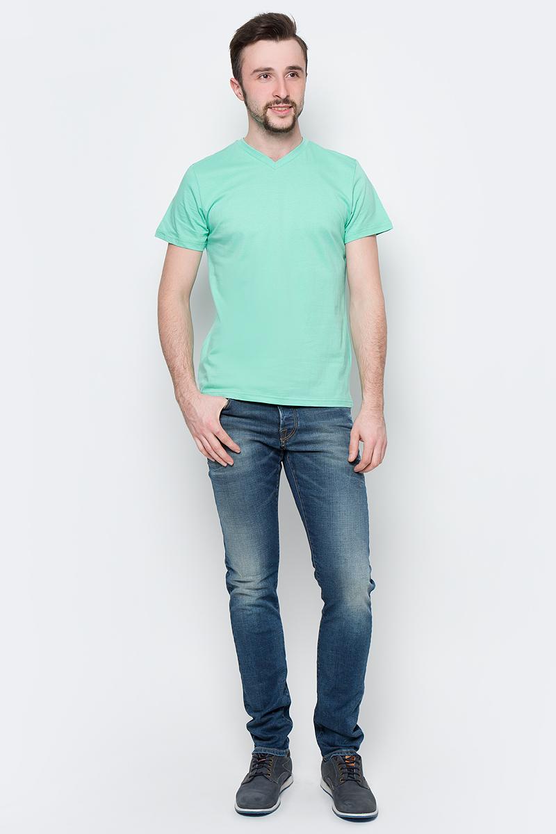 Футболка мужская Sela, цвет: зеленый. Ts-211/2063-7223. Размер XXL (54)Ts-211/2063-7223Модная мужская футболка Sela выполнена из натурального хлопка. Модель прямого кроя с V-образным вырезом горловины подойдет для прогулок и дружеских встреч и будет отлично сочетаться с джинсами и брюками. Воротник изделия дополнен мягкой трикотажной резинкой. Мягкая ткань комфортна и приятна на ощупь. Яркий цвет модели позволяет создавать стильные образы.