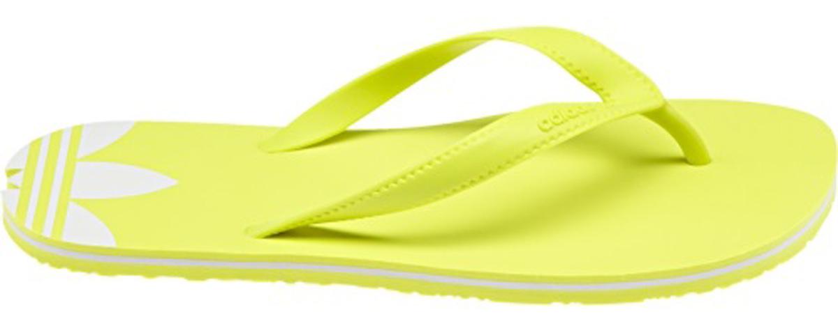 СланцыBB5107Минималистский дизайн для максимально летнего стиля. Лаконичные женские сланцы для солнечной погоды. Контрастный Трилистник на пятке с декоративными вырезами подчеркивает аутентичность образа adidas Originals. Ремешки из термополиуретана Крупный Трилистник на пятке Фигурные вырезы на конце пятки