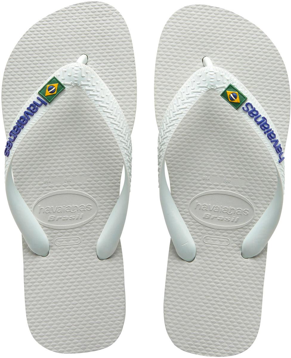 Сланцы4110850-2703Модные мужские сланцы Brasil Logo от Havaianas придутся вам по душе. Верх модели, выполненный из резины, оформлен рельефным орнаментом, названием бренда и изображением флага Бразилии. Ремешки с перемычкой гарантируют надежную фиксацию модели на ноге. Подошва выполнена из материала ЭВА и оформлена контрастными полосками. Рифление на верхней поверхности подошвы предотвращает выскальзывание ноги. Рельефное основание подошвы обеспечивает уверенное сцепление с любой поверхностью. Удобные сланцы прекрасно подойдут для похода в бассейн или на пляж.