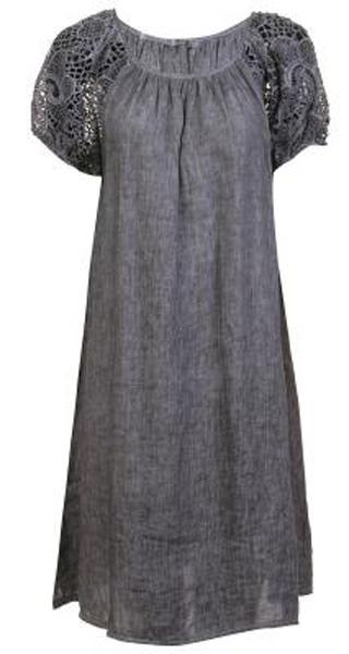 Платье Baon, цвет: серый. B457090_Asphalt. Размер L (48)B457090_AsphaltСвободное платье выполнено из натурального льняного полотна - материала, способного дышать и радовать вашу кожу своим охлаждающим эффектом. Рукава изделия выполнены из гипюра. Застёжка на пуговицу расположена на спине.