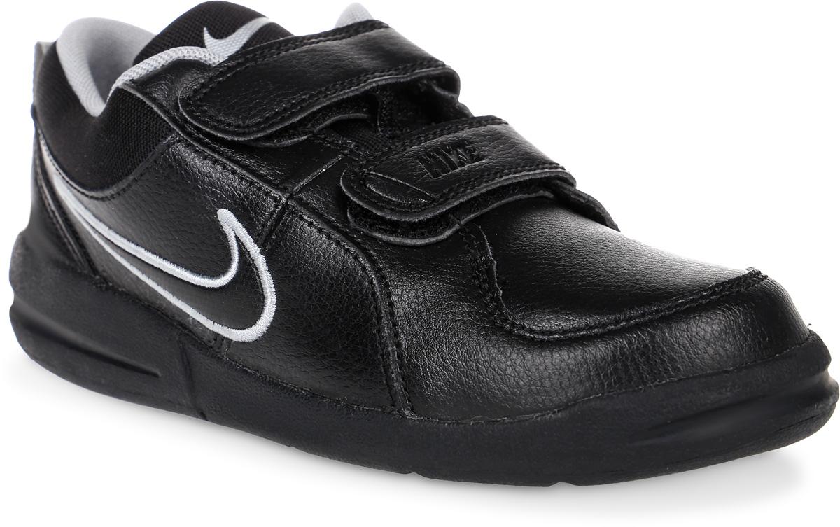 Кроссовки для мальчика Nike Pico 4, цвет: черный. 454500-001. Размер 2,5 (33,5)454500-001Кроссовки для мальчика Pico 4 от Nike, выполненные из натуральной и искусственной кожи, дополнены вставками из текстиля. Ремешки с застежками-липучками надежно фиксируют модель на ноге. Текстильная подкладка не натирает. Промежуточная подошва обеспечивает отличную амортизацию. Подошва дополнена рифлением.