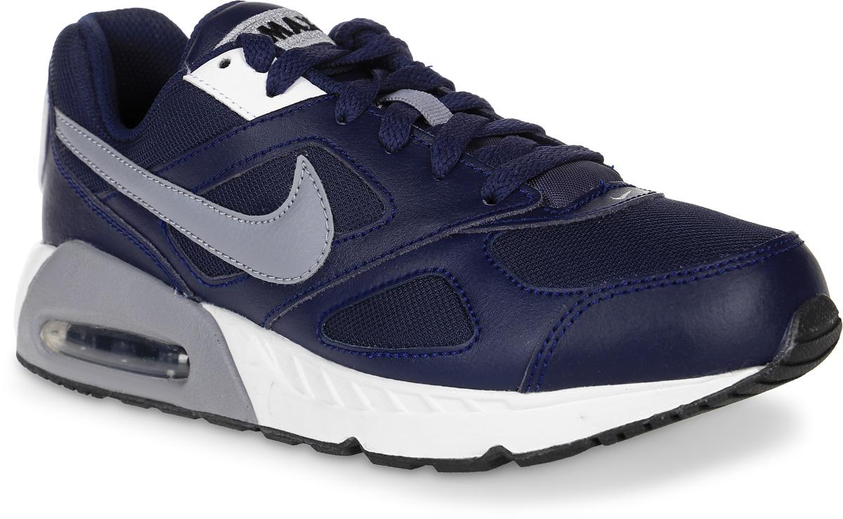 Кроссовки для мальчика Nike Air Max Ivo (Gs) Shoe, цвет: темно-синий, серый. 579995-400. Размер 4,5 (36)579995-400Модные кроссовки для мальчика Air Max Ivo (Gs) Shoe от Nike выполнены из натуральной кожи и текстиля. Подкладка и стелька из текстиля обеспечивают комфорт. Шнуровка надежно зафиксирует модель на ноге. Водушная вставка Max Air в области пятки для максимальной защиты от ударных нагрузок. Подошва дополнена рифлением.