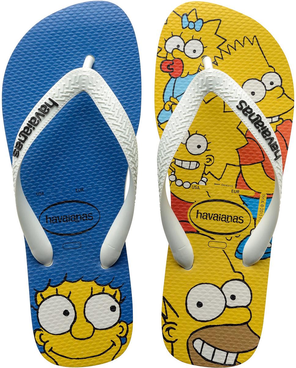 Сланцы Havaianas Simpsons, цвет: синий, желтый, белый. 41378890001. Размер 41/42 (42/43)41378890001Модные сланцы Simpsons от Havaianas прекрасно подойдут для похода в бассейн или на пляж. Верх модели, выполненный из резины, оформлен рельефным орнаментом и названием бренда. Ремешки с перемычкой гарантируют надежную фиксацию модели на ноге. Подошва выполнена из материала ЭВА. Рифление на верхней поверхности подошвы предотвращает выскальзывание ноги. Рельефное основание подошвы обеспечивает уверенное сцепление с любой поверхностью.