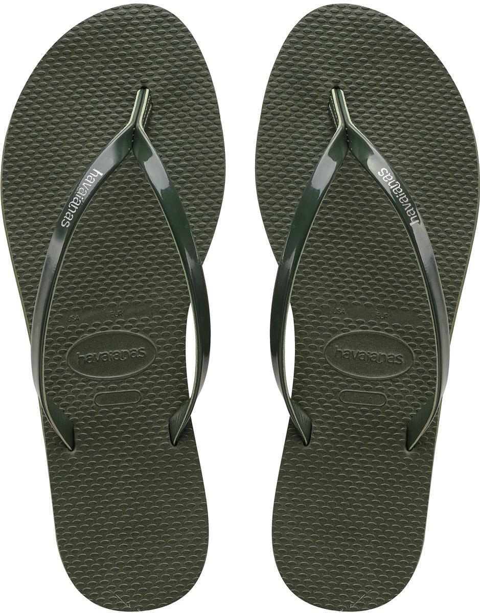 Сланцы женские Havaianas You Metallic, цвет: черный. 41351020090. Размер 35/36 (36/37)41351020090Модные женские сланцы You Metallic от Havaianas придутся вам по душе. Верх модели, выполненный из резины, оформлен названием бренда. Ремешки с перемычкой гарантируют надежную фиксацию модели на ноге. Подошва выполнена из материала ЭВА. Рифление на верхней поверхности подошвы предотвращает выскальзывание ноги. Рельефное основание подошвы обеспечивает уверенное сцепление с любой поверхностью. Удобные сланцы прекрасно подойдут для похода в бассейн или на пляж.