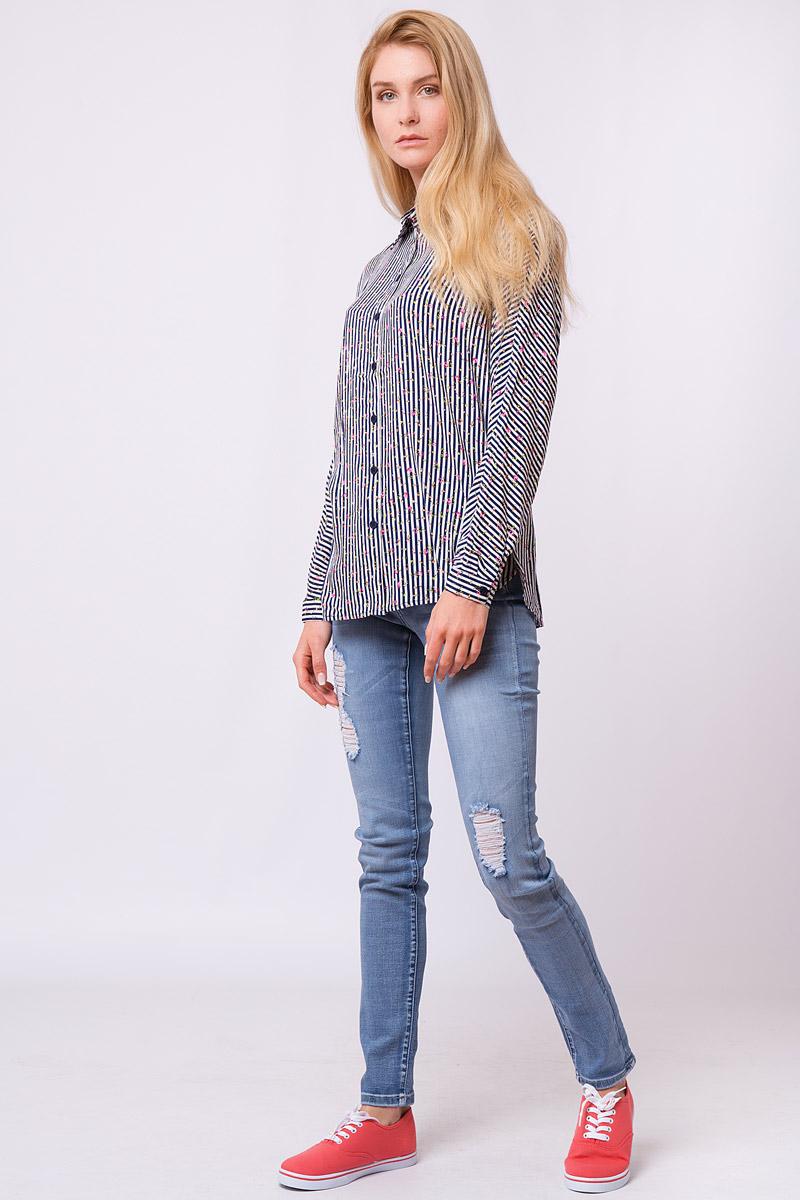 Блузка женская Finn Flare, цвет: темно-синий. S17-32008_101. Размер L (48)S17-32008_101Дизайнеры FiNN FLARE создали для вас удивительную свободную блузку в контрастную полоску, которая еще усыпана розоватыми цветочками. Налицо – фаворит среди офисных рубашек и повседневных топов! Такую модель можно надевать навыпуск с джинсами или свободными брюками в тон или заправить в юбку-карандаш или кюлоты.