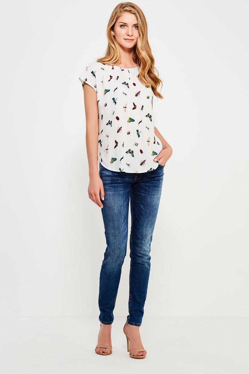Блузка женская Finn Flare, цвет: белый. S17-32046_201. Размер S (44)S17-32046_201Стильная блузка с коротким рукавом и удлиненной спинкой с красочным принтом, изготовленная из вискозы, – отличное приобретение для вашего летнего гардероба. Модель оптимальной длины: её можно заправить в юбку или брюки или носить навыпуск.