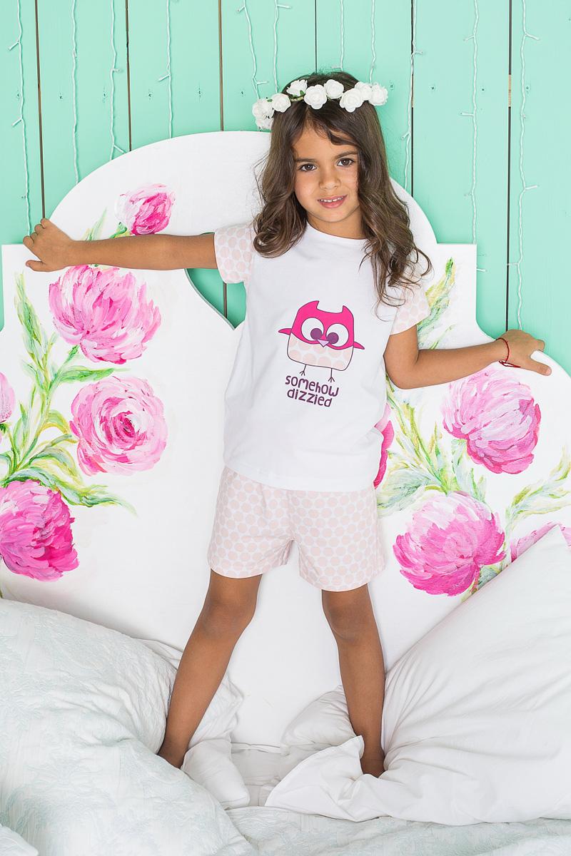 Пижама для девочки Sweet Berry, цвет: белый, розовый. 195947. Размер 122195947Пижама для девочки Sweet Berry состоит из футболки и шорт. Пижама изготовлена из натурального хлопка с небольшим добавлением эластана. Футболка с короткими рукавами и круглым вырезом горловины на груди оформлена принтом с изображением совы. Свободные шортики с широкой эластичной резинкой на поясе и регулируемым шнурком также оформлены нежным принтом. В такой пижаме ваше малышке будет максимально комфортно и уютно.