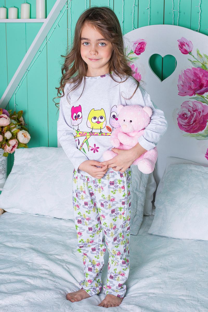 Пижама для девочки Sweet Berry, цвет: серый, розовый, зеленый. 195943. Размер 134195943Пижама для девочки Sweet Berry состоит из лонгслива и брюк. Пижама изготовлена из натурального хлопка с небольшим добавлением эластана. Лонгслив с длинными рукавами и круглым вырезом горловины на груди оформлен принтом с изображением совят на ветке. Прямые брюки с широкой эластичной резинкой на поясе и регулируемым шнурком также оформлены принтом с совами. В такой пижаме ваше малышке будет максимально комфортно и уютно.