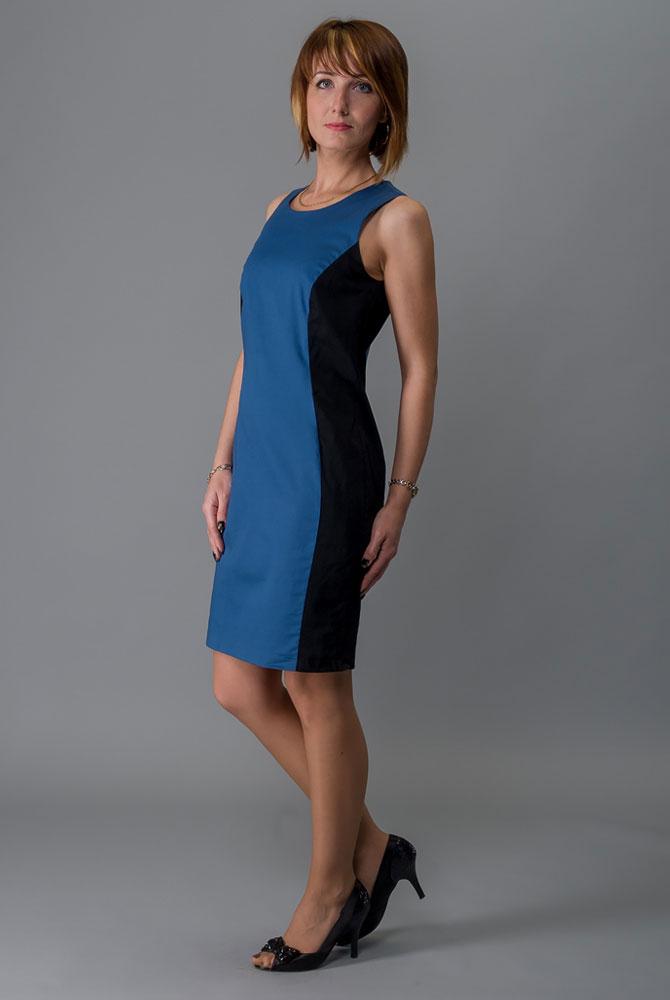 Платье Milton, цвет: синий. WD-2416V. Размер 50WD-2416VПлатье полуприлегающего силуэта без рукавов выполнено из трикотажа двух контрастных цветов. Модель застегивается на потайную застежку-молнию.