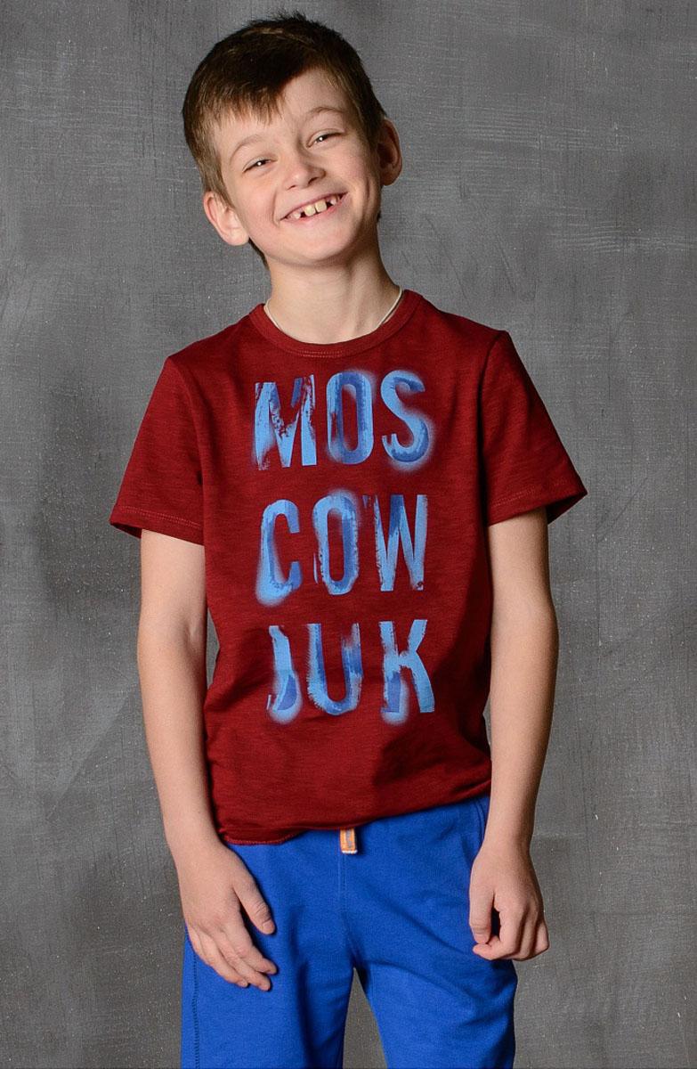 Футболка для мальчика Modniy Juk, цвет: бордовый. 01B00110100. Размер 140/14601B00110100/MOSCOW_JUK/Стильная футболка для мальчика Modniy Juk изготовлена из высококачественного легкого хлопка, она приятна на ощупь, не раздражает нежную и чувствительную кожу ребенка, позволяя ей дышать. Модель имеет полуприлегающий силуэт, круглый вырез горловины не стесняет движения. Изделие дополнено ярким принтом в стиле Modniy Juk.