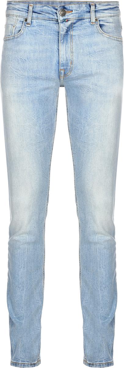 Джинсы мужские F5, цвет: голубой. 14436_09348. Размер 34-32 (50-32)14436_09348, Blue denim V-008 str., w.lightСтильные мужские джинсы F5 выполнены из хлопка с небольшим добавлением эластана. Застегиваются джинсы на пуговицу в поясе и ширинку на застежке-молнии, имеются шлевки для ремня. Спереди модель дополнена двумя втачными карманами и одним небольшим секретным кармашком, а сзади - двумя накладными карманами. Джинсы украшены потертостями.