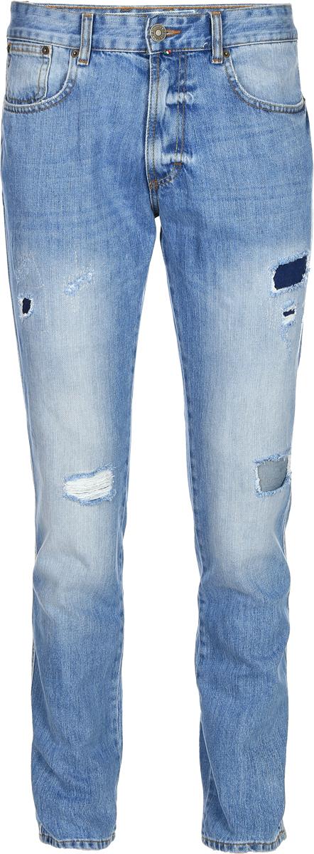 Джинсы мужские F5, цвет: голубой. 14438_09597. Размер 32-32 (48-32)14438_09597, Blue denim Sesto, w.lightСтильные мужские джинсы F5 выполнены из натурального хлопка. Застегиваются джинсы на пуговицу в поясе и ширинку на застежке-молнии, имеются шлевки для ремня. Спереди модель дополнена двумя втачными карманами и одним небольшим секретным кармашком, а сзади - двумя накладными карманами. Джинсы украшены прорезями.
