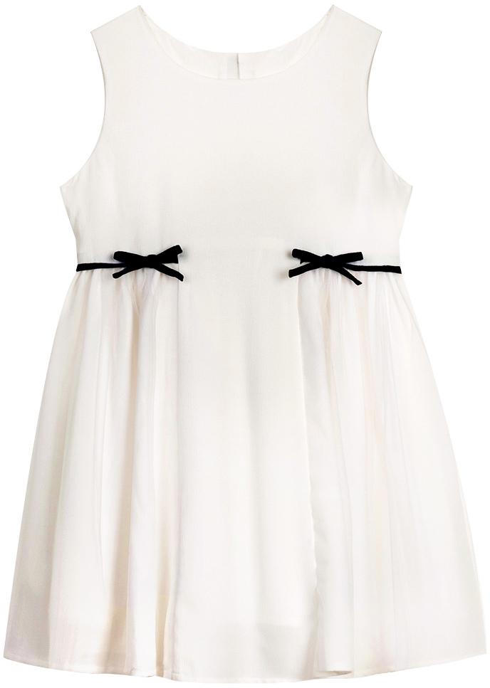Платье для девочки Vitacci, цвет: белый. 2172055-01. Размер 1282172055-01Платье для девочки выполнено из 100% полиэстера. Модель с круглым вырезом горловины декорировано бантиками.