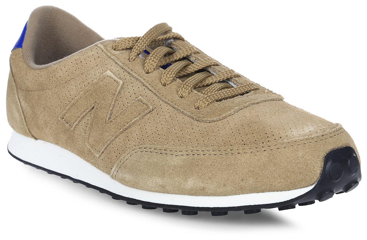 Кроссовки мужские New Balance 410, цвет: коричневый. U410PT/D. Размер 10 (44)U410PT/DСтильные мужские кроссовки от New Balance придутся вам по душе. Верх модели выполнен из полиэстера и натуральной замши, и дополнен перфорацией. По бокам обувь оформлена декоративными элементами в виде фирменного логотипа бренда, на язычке - фирменной нашивкой, задник логотипом бренда. Классическая шнуровка надежно зафиксирует изделие на ноге. Подкладка и стелька, изготовленные из текстиля, гарантируют уют и предотвращают натирание. Подошва оснащена рифлением для лучшей сцепки с поверхностями. Удобные кроссовки займут достойное место среди коллекции вашей обуви.