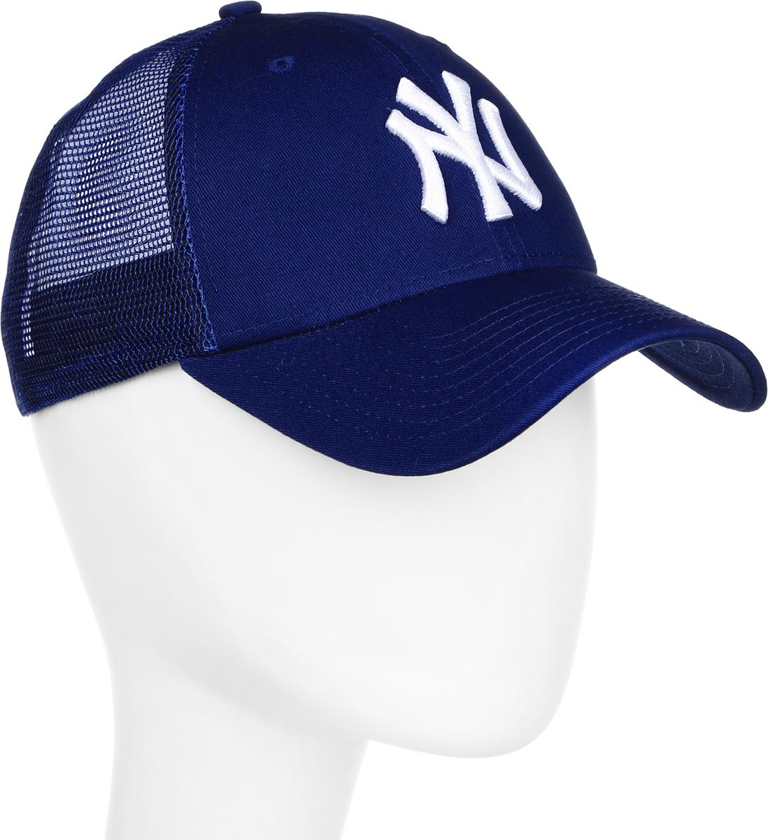 Бейсболка New Era Core Trucker New York Yankees, цвет: синий, белый. 11214168-LRY. Размер универсальный11214168-LRYСтильная бейсболка New Era, выполненная из высококачественного материала, идеально подойдет для прогулок, занятий спортом и отдыха.Изделие оформлено объемным вышитым логотипом знаменитой бейсбольной команды New York Yankees и логотипом бренда New Era, сзади купол кепки исполнен из сетки для большей воздухопроницаемости.Бейсболка надежно защитит вас от солнца и ветра. Эта модель станет отличным аксессуаром и дополнит ваш повседневный образ.